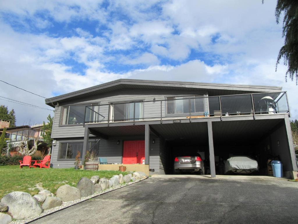 Apartments In Redroofs British Columbia