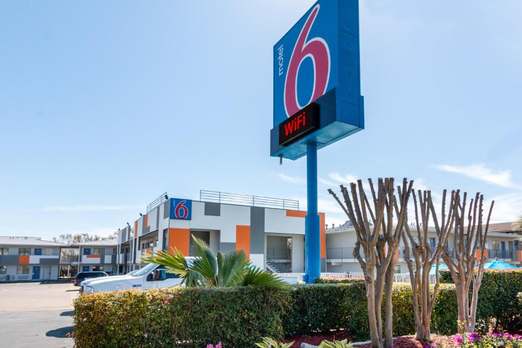 Motel 6 Austin South Airport Reserve Now Gallery Image Of This Property