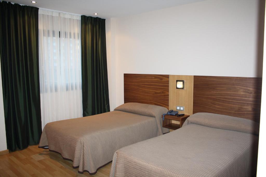 Hotel mar de plata sarria precios actualizados 2018 for Le marde hotel