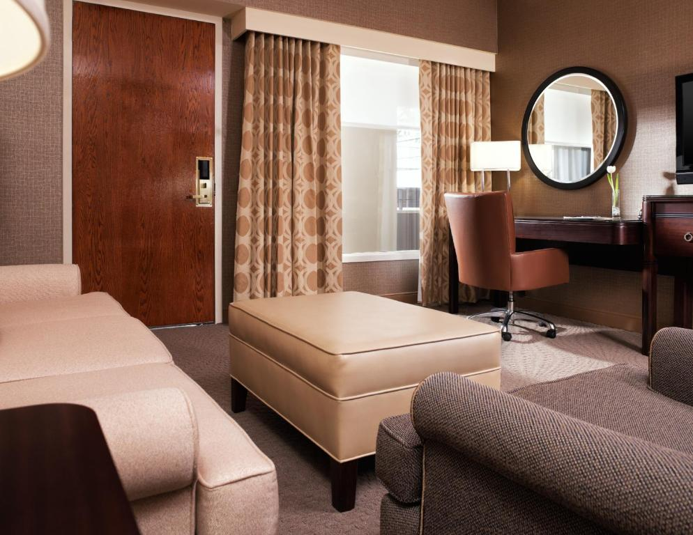 Chicago Airport Hotels >> Hotel Sheraton Suites Chicago O Hare Rosemont Il Booking Com