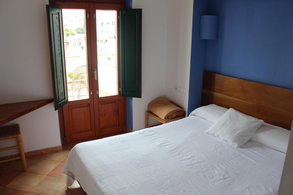 A bed or beds in a room at Hostal Cristina