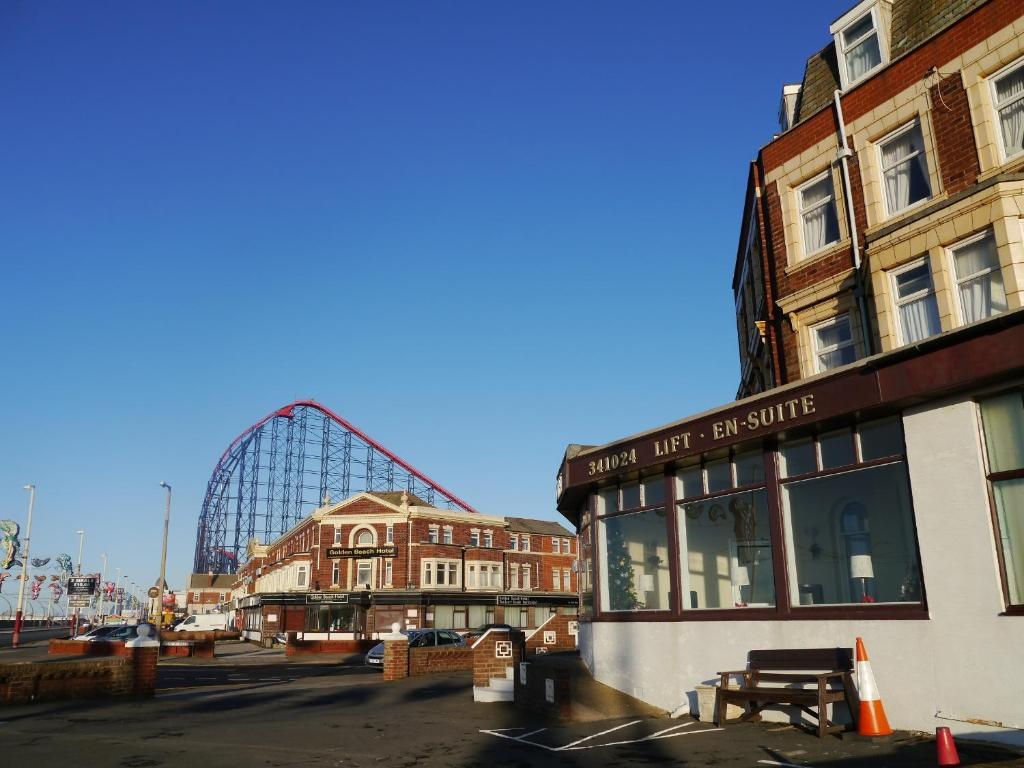 Hotels Near The Winter Gardens Blackpool Part - 23: The Colwyn Hotel - Near Pleasure Beach, Blackpool (UK) Rooms