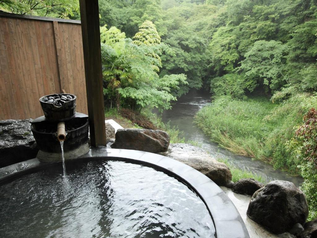ポイント2.滝を目の前に臨む露天風呂
