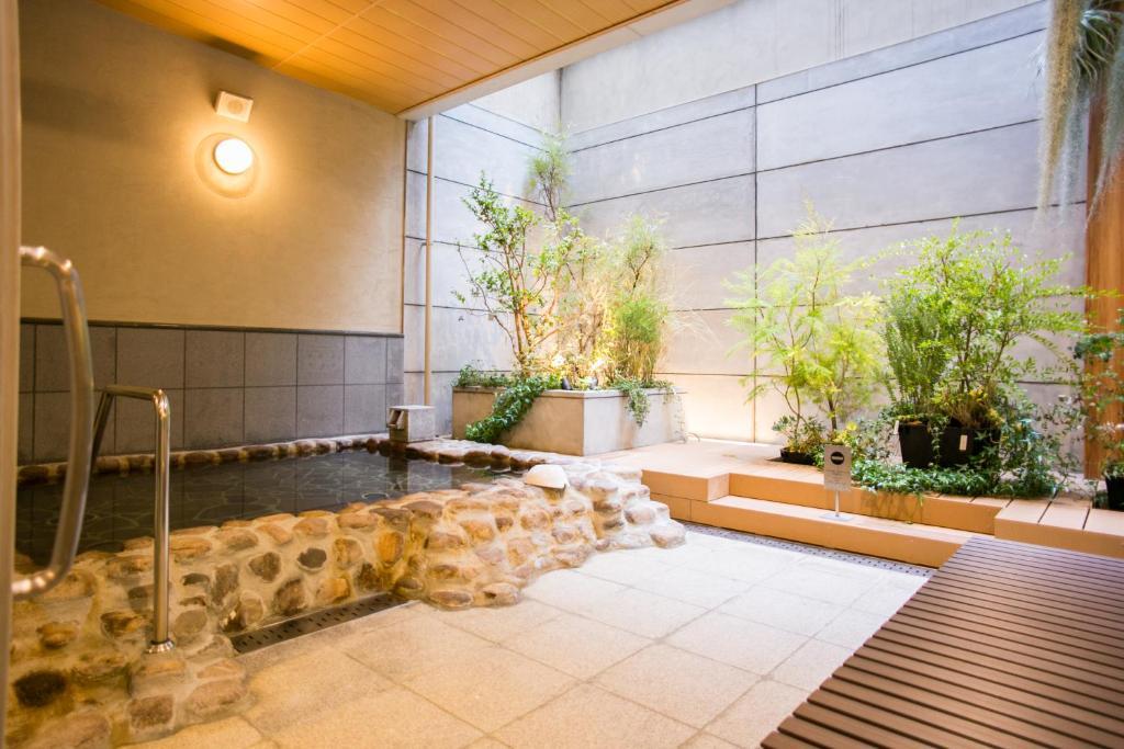 ポイント1.町中で感じる自然が気持ちいい!露天風呂