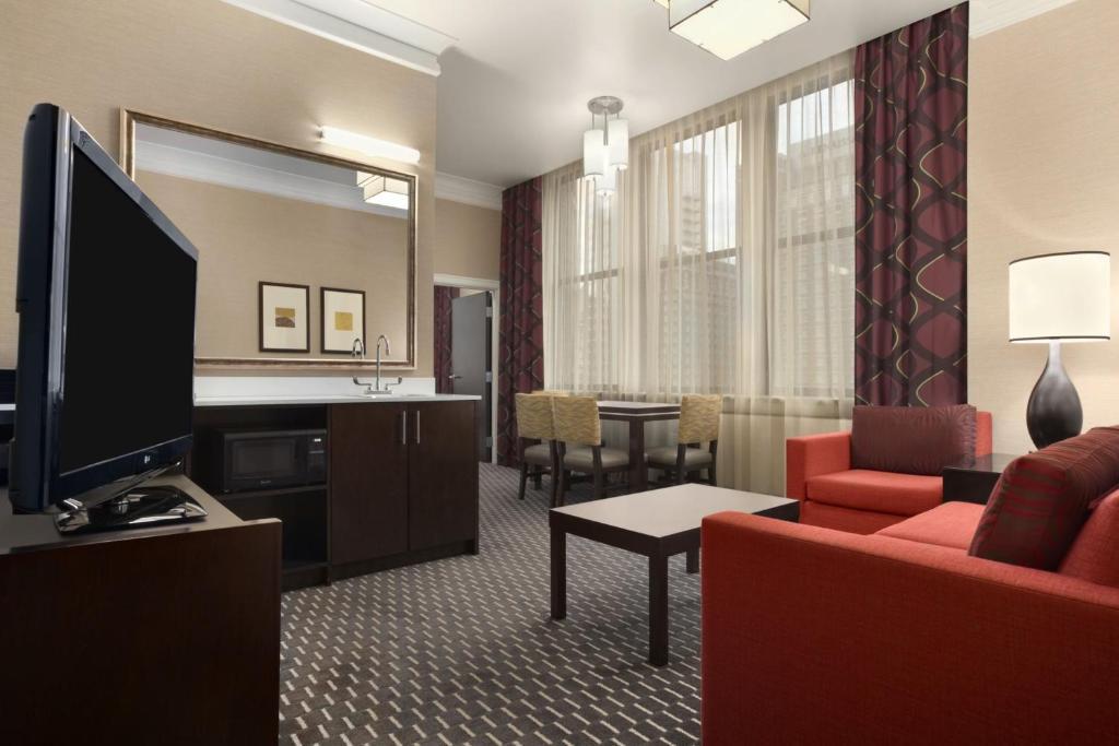 Hotel Embassy Suites Saint Louis, MO - Booking.com