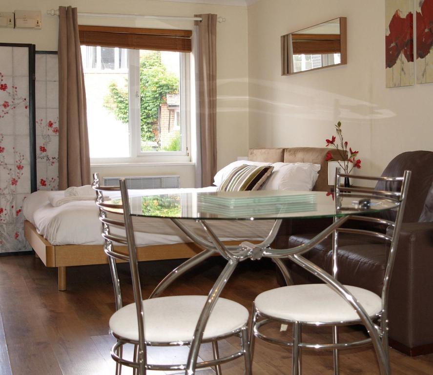 Studio Apartment Prices: Newbury Studio Apartment, UK