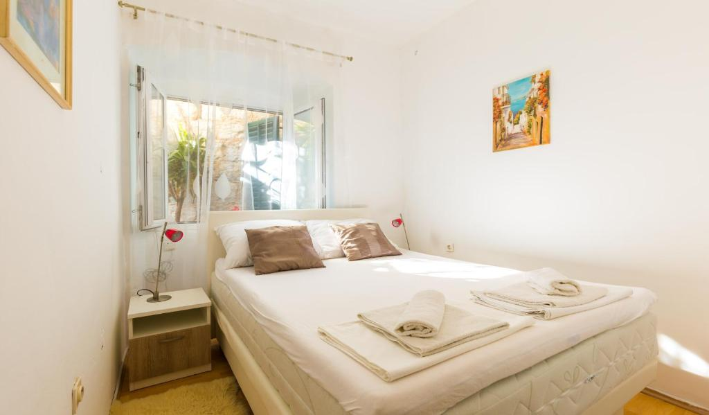 A bed or beds in a room at Dubrovnik center apartment