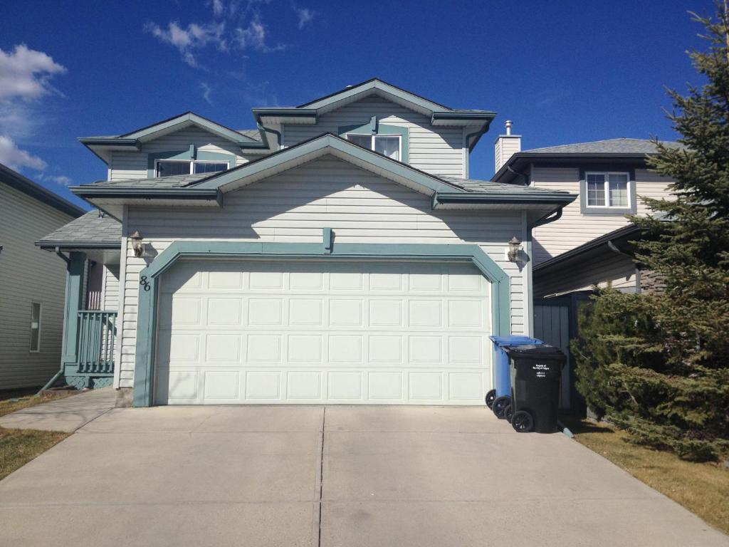 Rocky mountain homestay calgary canada booking gallery image of this property rubansaba