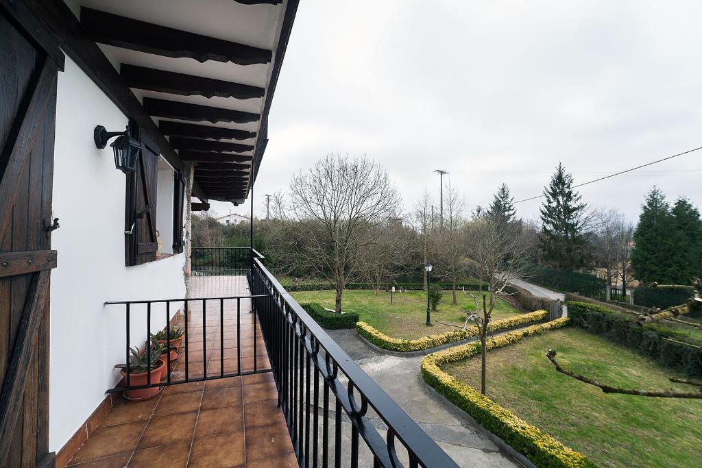Un balcón o terraza de Casa rural Arrobigain