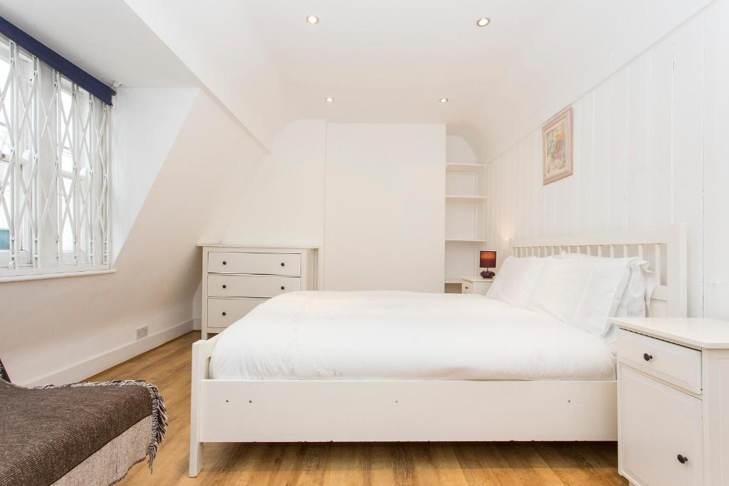 Gallery image of this property. Vacation Home London Dream House Historic Soho  UK   Booking com