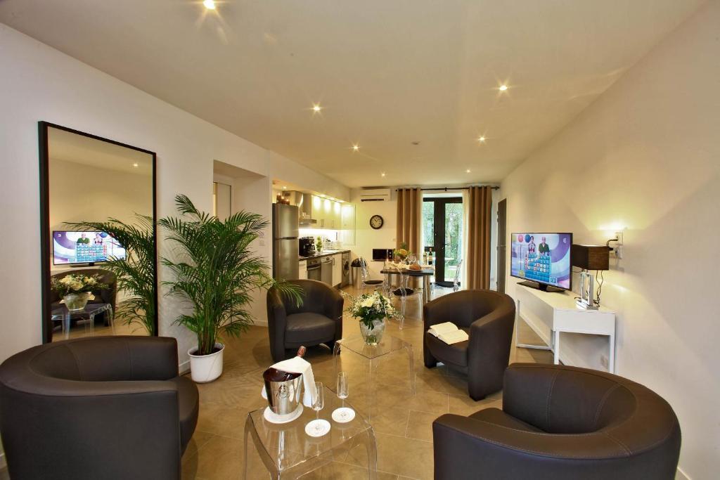 appart 39 h tel les jardins du porche france sarlat la can da. Black Bedroom Furniture Sets. Home Design Ideas