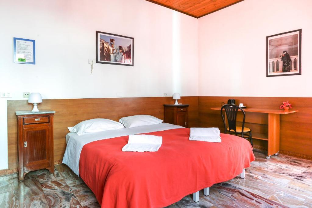 特蕾莎別墅酒店房間的床