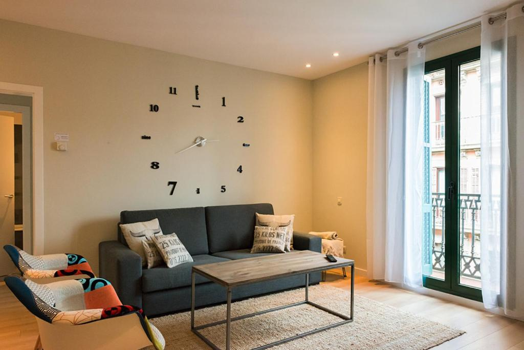 A seating area at Four Petals Barcelona Boutique Apartments