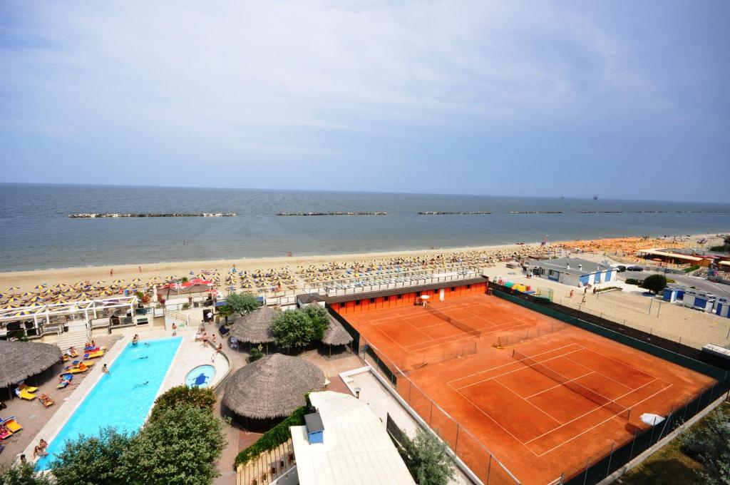 Grand hotel azzurra club italien lido adriano booking