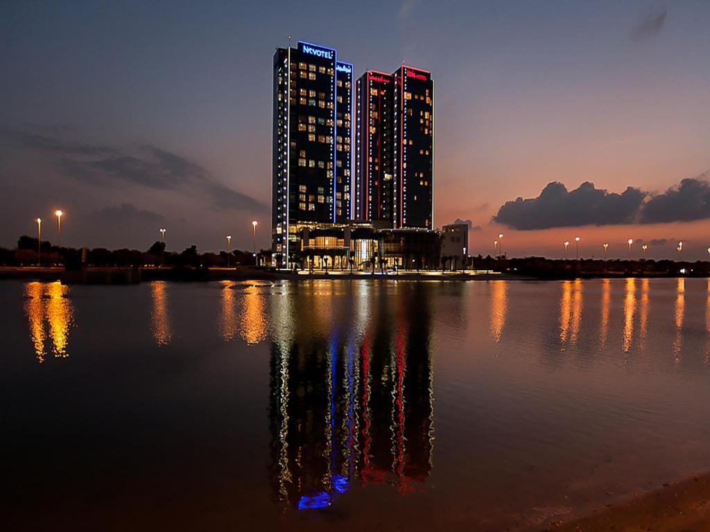 Hotel ibis abu dhabi gate uae for Hotels in dubai city