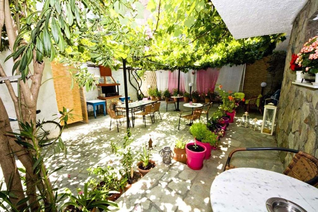 L genhet studios lampiris gre potos for 669 collingwood terrace glenmoore pa