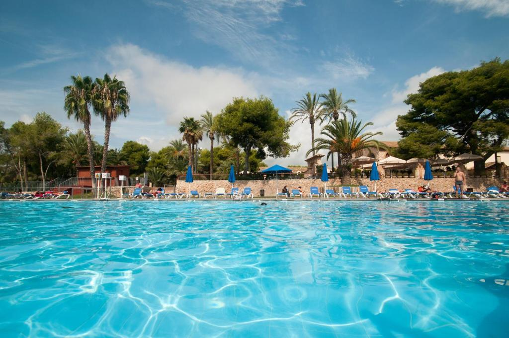 The swimming pool at or near Camping Vilanova Park