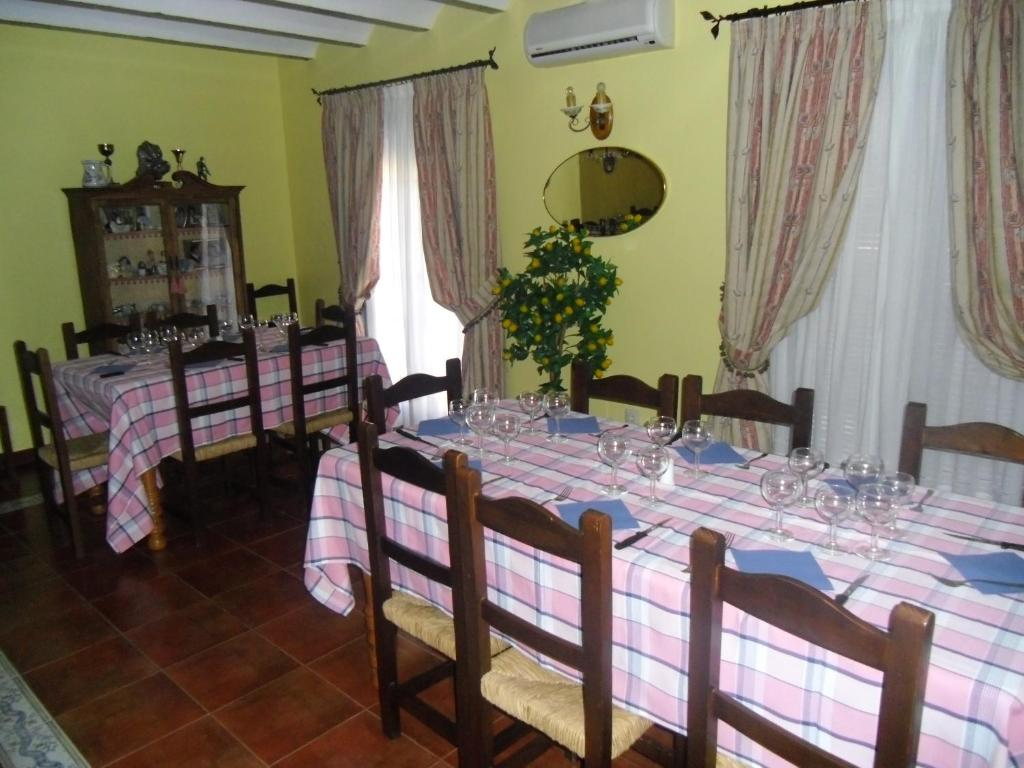 A restaurant or other place to eat at Casa Maidevera