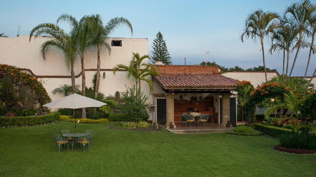 Residencia jard n real c bungalow cuernavaca con fotos for Jardin tecina booking