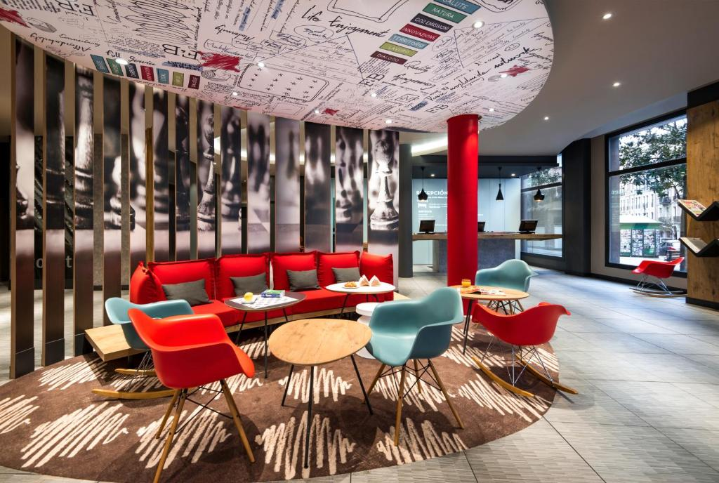 The lounge or bar area at Ibis Bilbao Centro