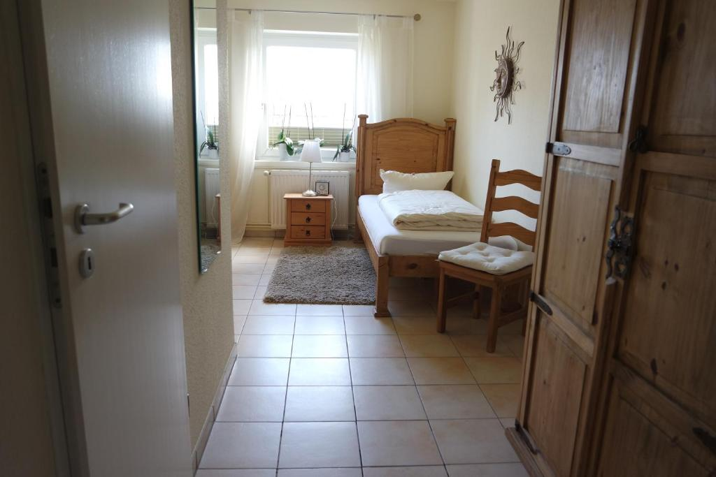 gardinen deko gardinen hamburg niendorf fotos gardinen. Black Bedroom Furniture Sets. Home Design Ideas