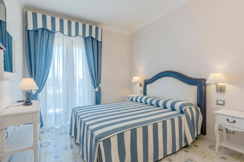 A bed or beds in a room at Hotel Il Colleverde