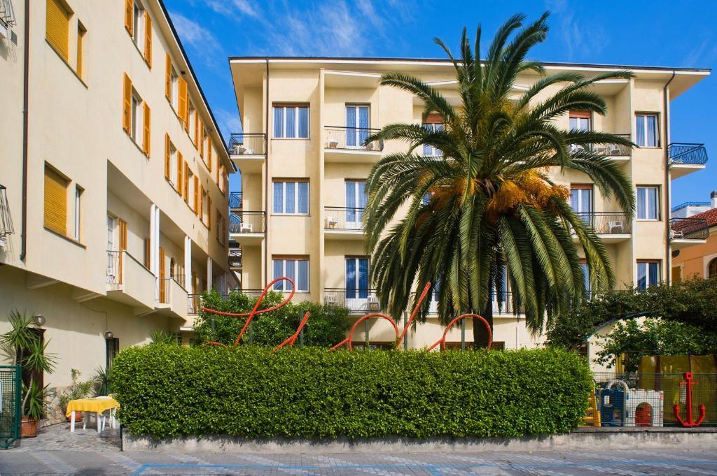 Bagni Giardino Pietra Ligure : Hotel lido italia pietra ligure booking