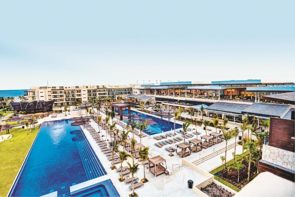 Royalton riviera cancun resort puerto morelos mexico for 5 star family all inclusive resorts
