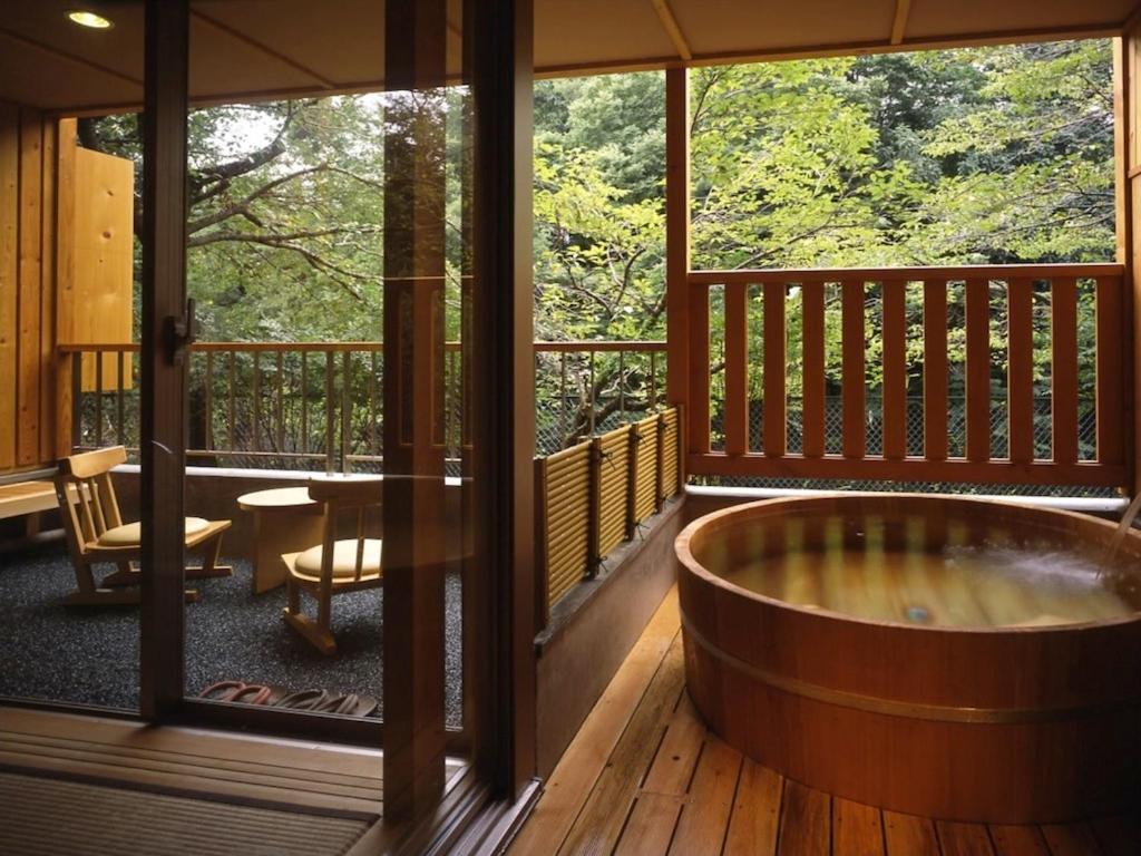 ポイント1.横瀬川を望める露天付客室