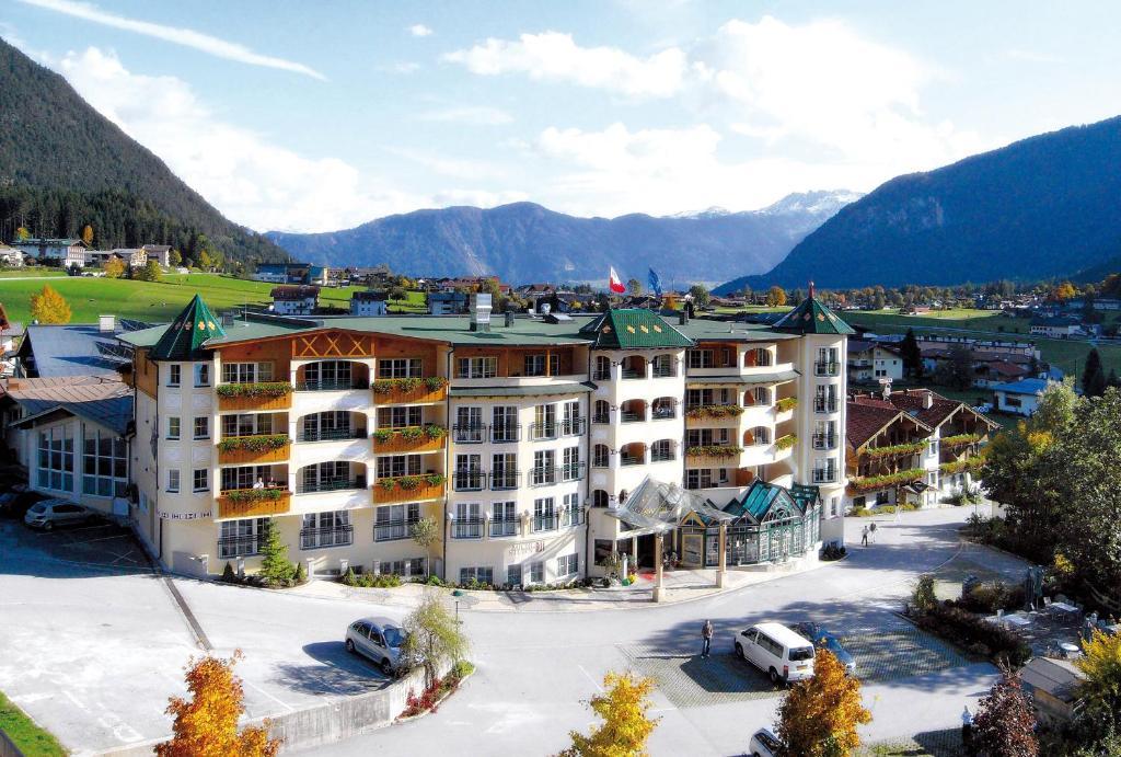 Hotel Vier Jahreszeiten during the winter