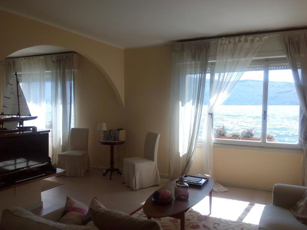 Apartment la casa sul lago gargnano italy for Casa lago apartments