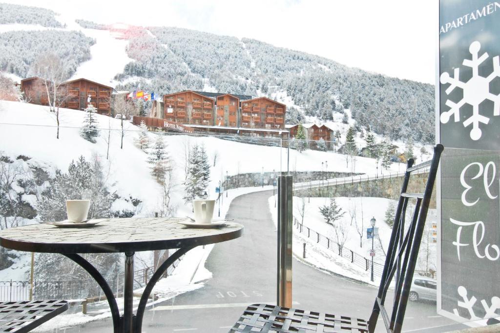 Apartaments El Floc during the winter