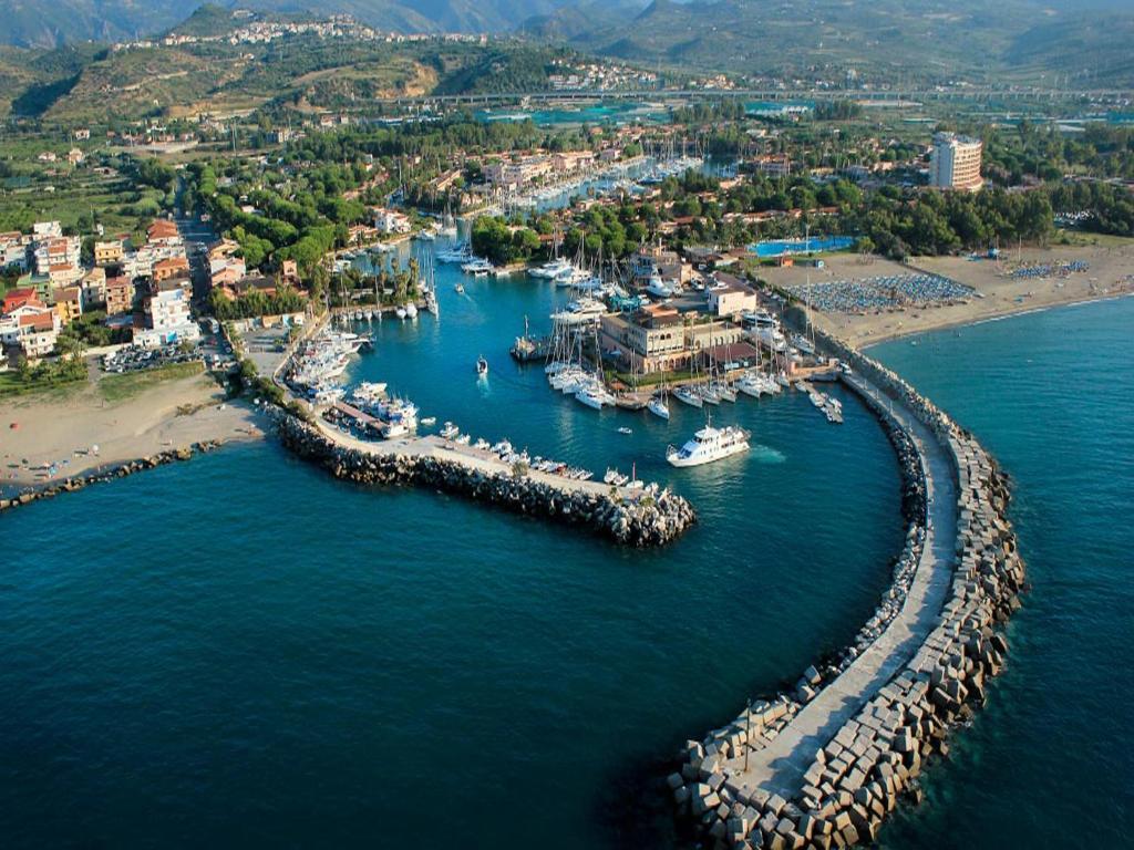 Nearby hotel : Baia Dei Delfini