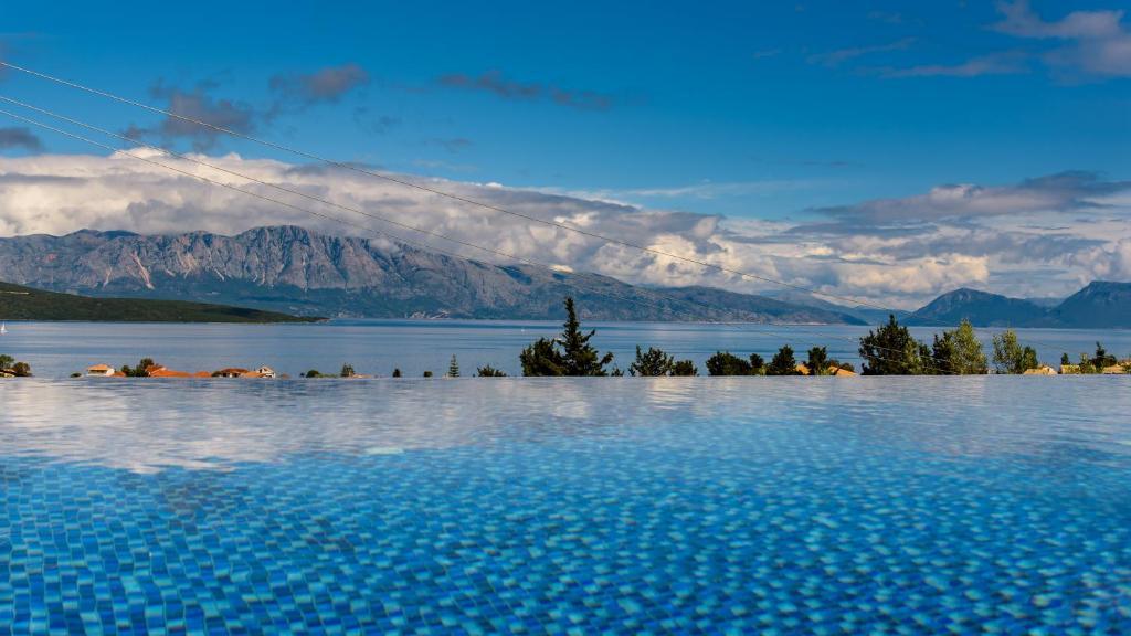 Luxurious villa kastro with salt wa nikiana greece - Hotels with saltwater swimming pools ...