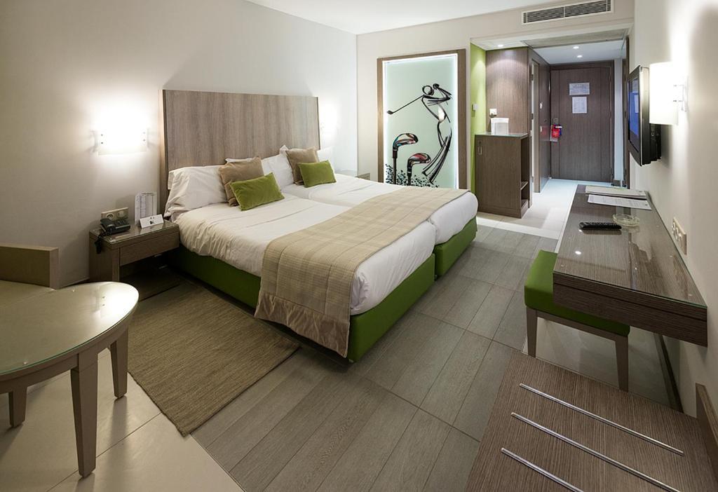 Letto o letti in una camera di Golf Royal Hotel