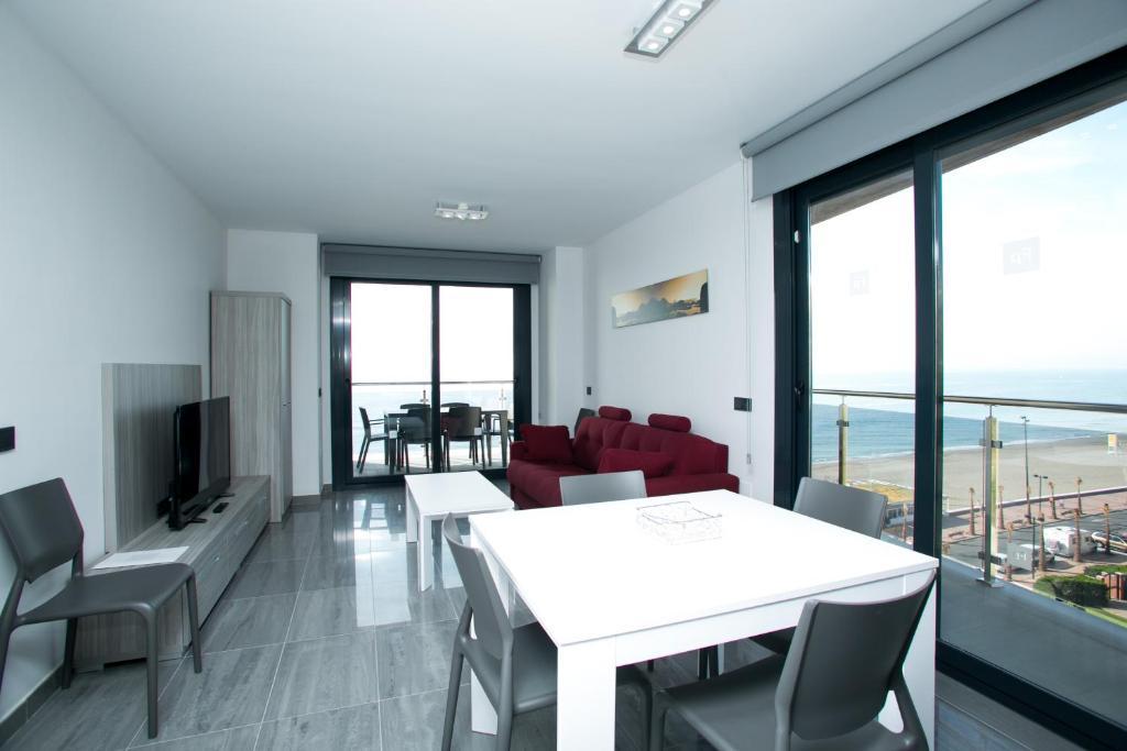 Apartamentos fuengirola playa fuengirola precios for Apartamentos modernos playa