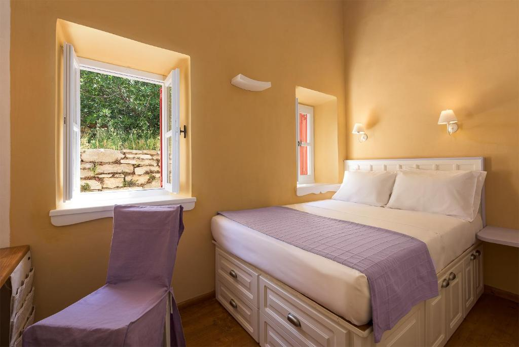 Buy accommodation in the island of Agia Triada near the sea