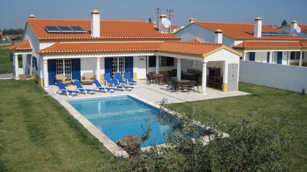 The swimming pool at or near Salvacasa