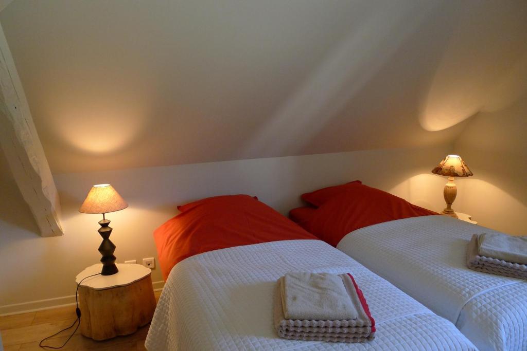432913a1f0 Ein Bett oder Betten in einem Zimmer der Unterkunft Un gîte dans la vallée