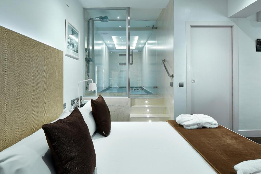 A bed or beds in a room at Gaudint Barcelona Suites