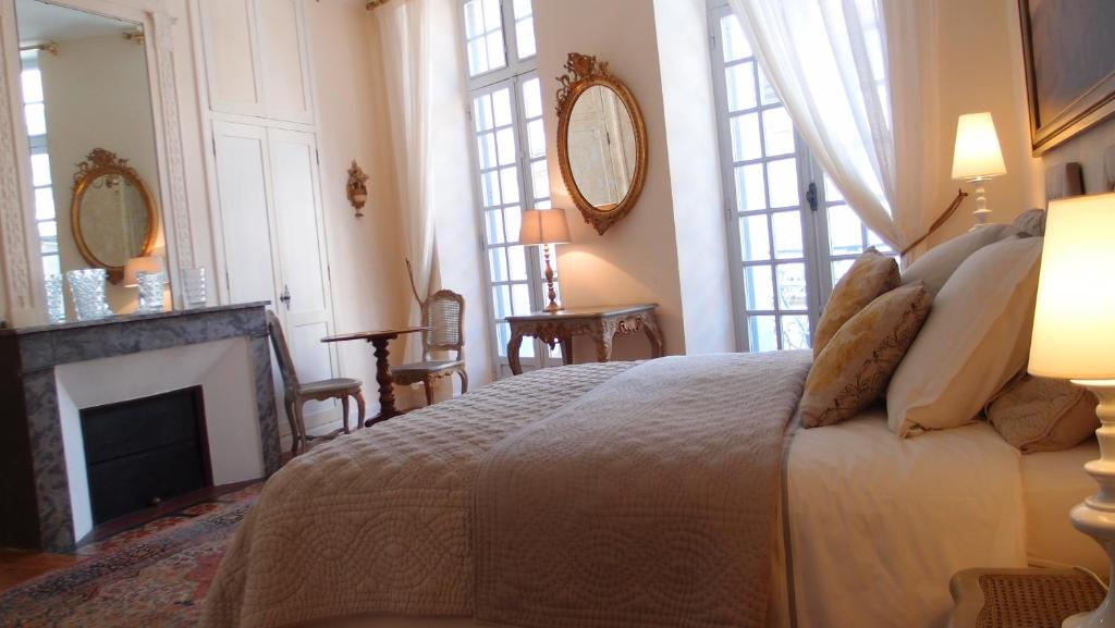 Bed and breakfast linvitation au voyage bordeaux france booking gallery image of this property stopboris Gallery