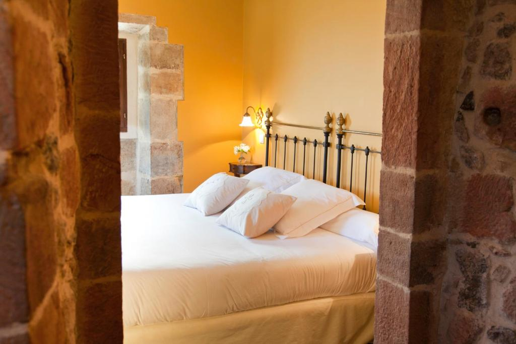 boutique hotels in san pantaleón de aras  13