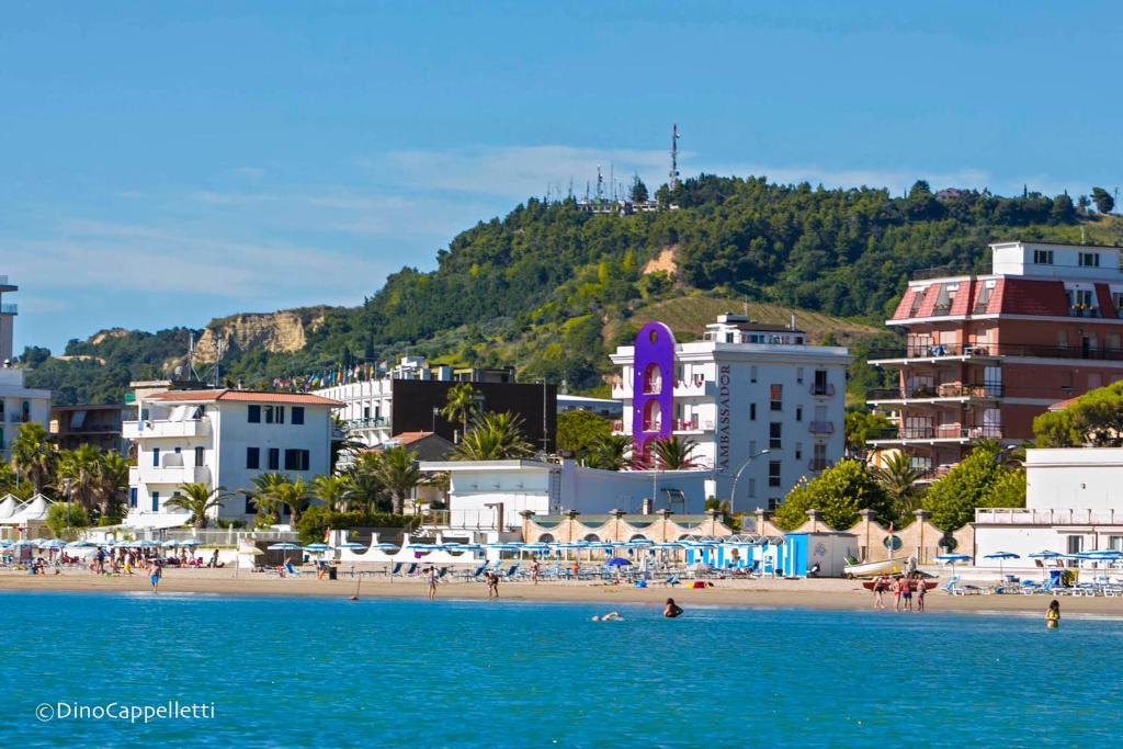 Hotel Ambassador (Italia Grottammare) - Booking.com