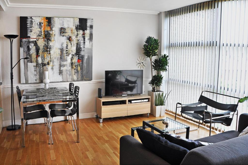 west london kitchen design. Gallery image of this property West Riverside Apartment  London UK Booking com