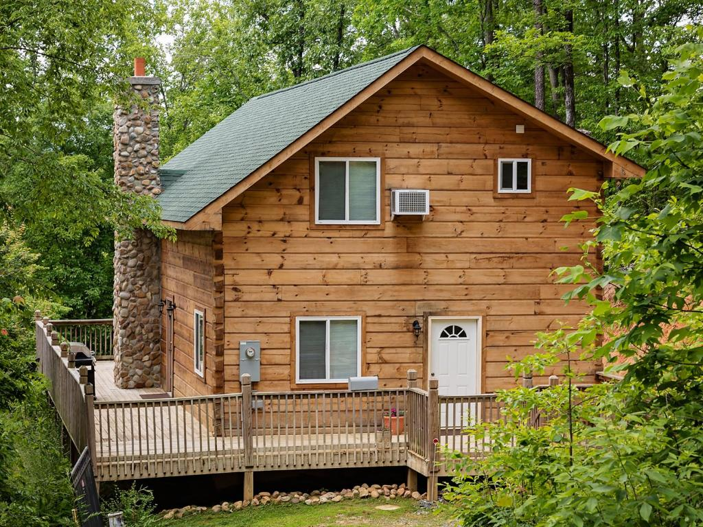 Vacation home log cabin in smoky mountains sevierville for Deals cabins gatlinburg tn