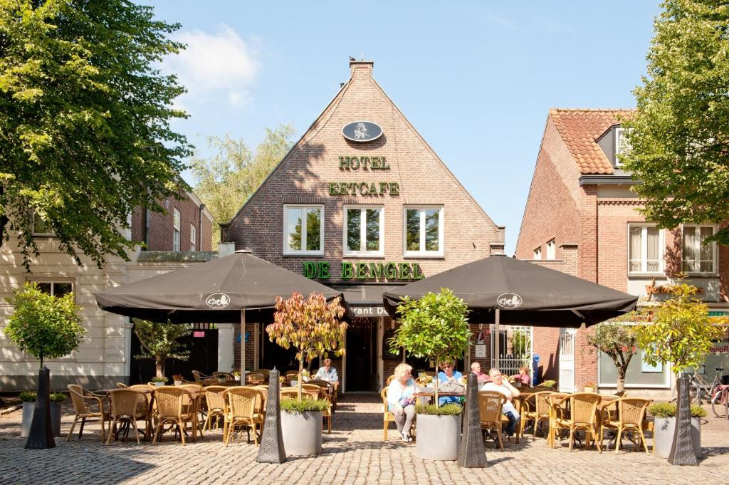A restaurant or other place to eat at Hotel Restaurant De Bengel
