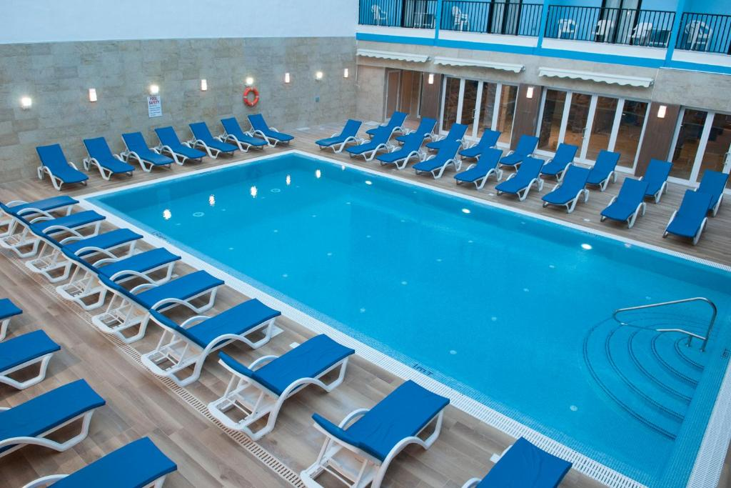 Euroclub hotel st paul 39 s bay malta for Hotel reserver