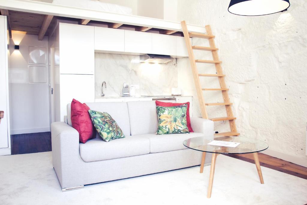 Bmyguest cativo mezzanine apartment portugal porto booking