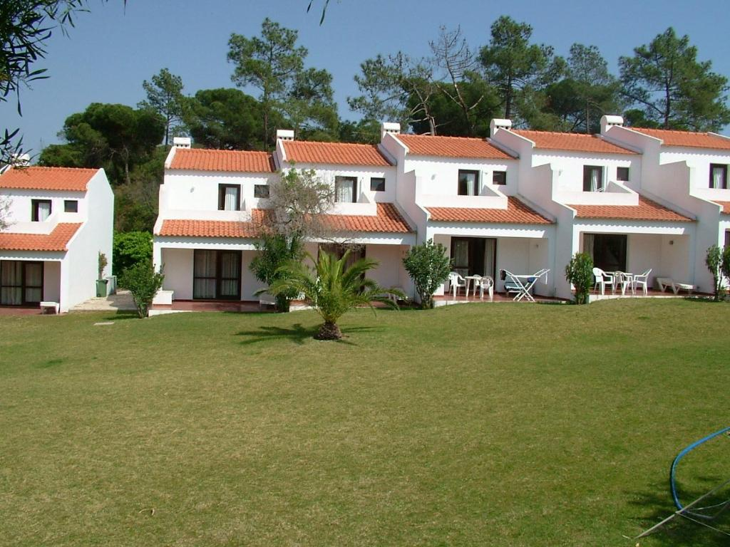 Algarve gardens studios and villas albufeira updated for Gardens and villa