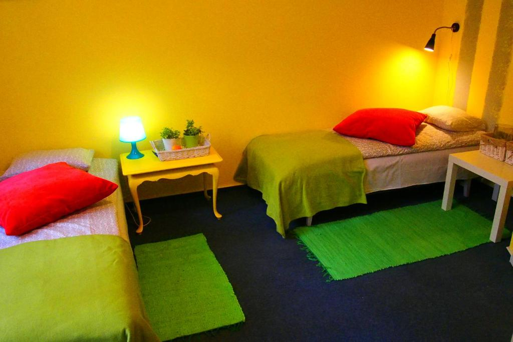 A bed or beds in a room at Kamienica Górna 7
